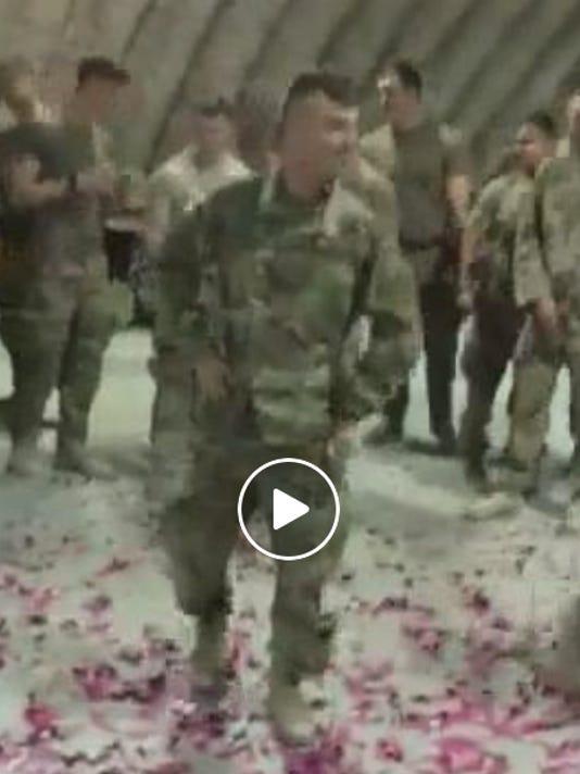 636434217710383486-soldier-baby-gender-reveal.jpg