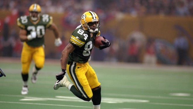 Jan. 26 1997 - Andre Rison of the Green Bay Packers runs with the ball during Super Bowl XXXI against the New England Patriots at the Superdome in New Orleans, Louisiana.  The Packers won the game, 35-21.
