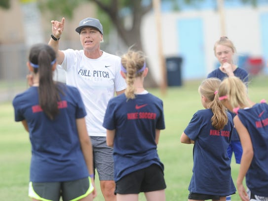 Abby Wambach talks to youngsters before working on