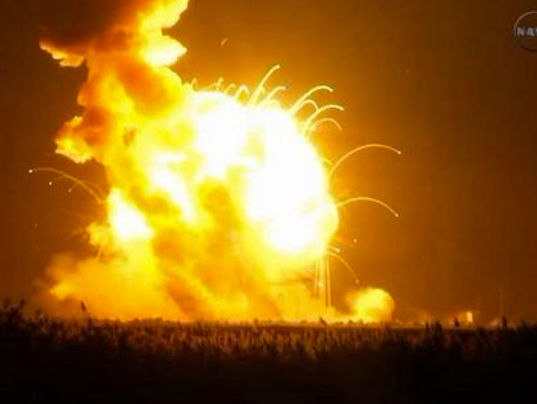 635501179944020108-antares-rocket-explodes-1