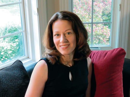 Author Jennifer Chiaverini.