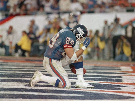 New York Giants Mark Bavaro kneels down after catching Phil Simms'  touchdown pass in the third quarter of Super Bowl XXI in Pasadena, Calif., Jan. 25, 1987. (AP Photo/Lennox McLendon)