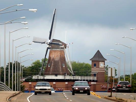 -APCBrd_09-12-2014_Crescent_1_A001~~2014~09~11~IMG_APC_LC_windmill_LEAD_1_1_.jpg
