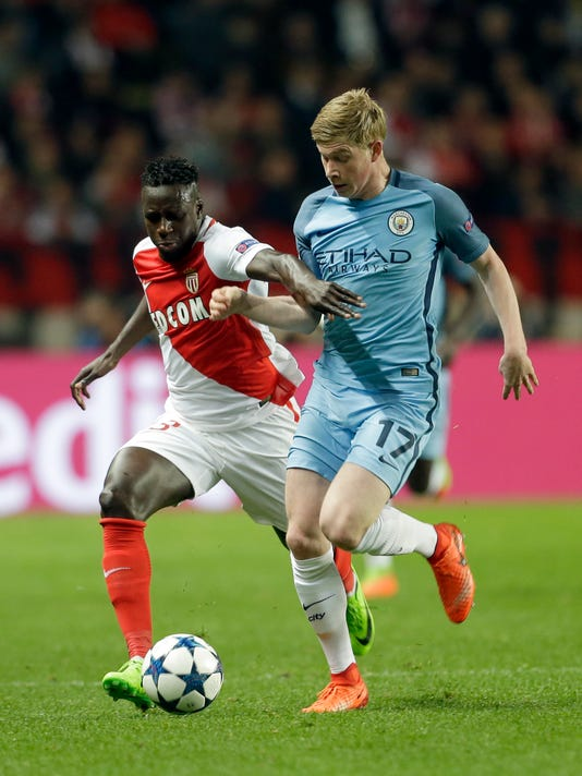 Monaco's Benjamin Mendy, left, challenges for the ball with Manchester City's Kevin De Bruyne during a Champions League round of 16 second leg soccer match between Monaco and Manchester City at the Louis II stadium in Monaco, Wednesday March 15, 2017. (AP Photo/Claude Paris)