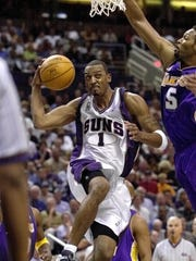 Phoenix Suns guard Anfernee Hardaway (1) slips past Los Angeles Lakers' Robert Horry for a reverse lay-up during the second quarter Friday, Nov. 16, 2001 at America West Arena in Phoenix.(AP Photo/Matt York)