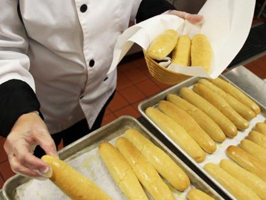 635669376896856234-Olive-Garden-breadsticks