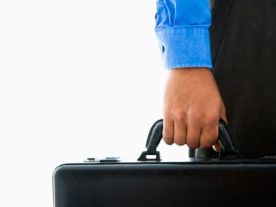 635742948466290221-briefcase