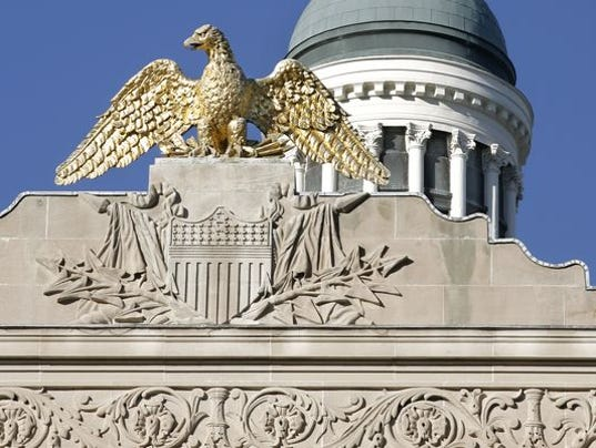 635871832360036071-Statehouse-with-eagle.jpg