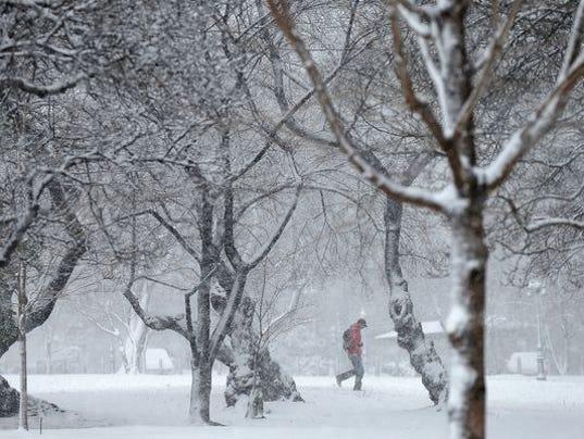 Snowfall over Washington
