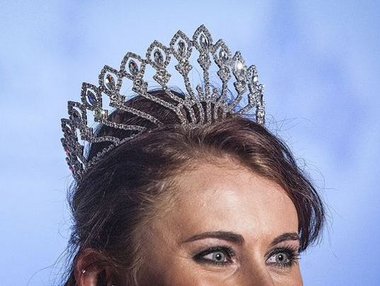 636022098510314807-Delaware-County-Fair-Queen-crown.JPG