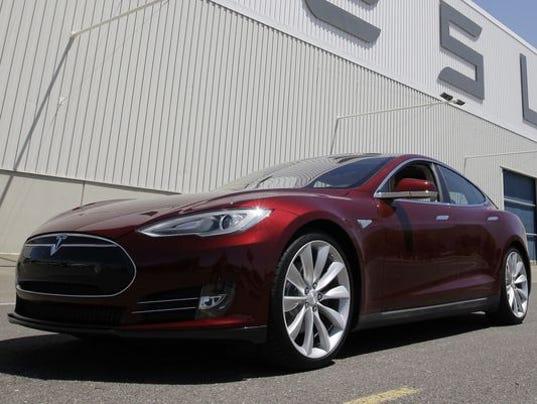 636029102972512616-Tesla.JPG
