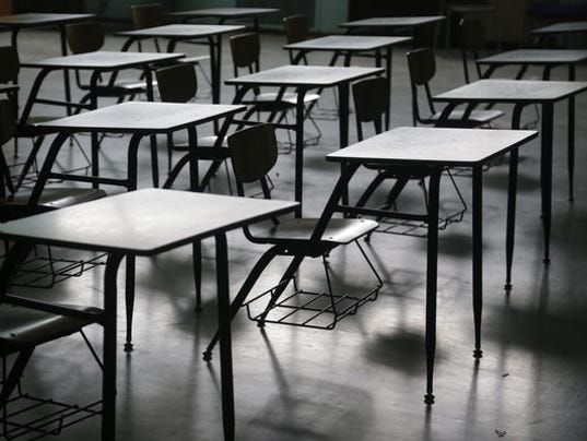 636091496484616033-Classroom-desks-.jpg