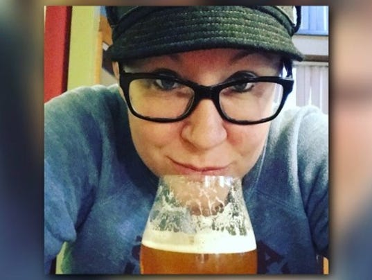 636524735415690635-Mitten-Beer-Girl.jpg