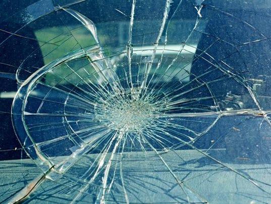 636590585309943157-crash.jpg