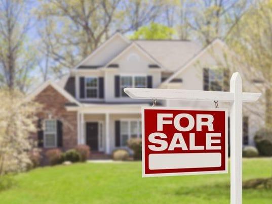 636606968880128011-Home-Sales-Spying.JPG