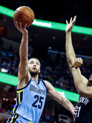 Memphis Grizzlies forward Chandler Parson drives for a layup against the Brooklyn Nets defense during first quarter action at the FedExForum in Memphis, Tenn., Sunday, November 26, 2017.