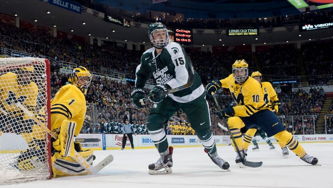 Michigan State's Mackenzie MacEachern has decided to forego his senior year to sign with the St. Louis Blues.