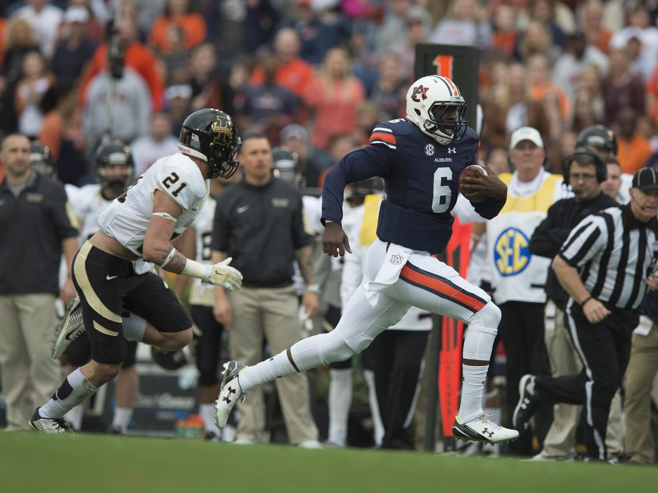 Auburn Tigers quarterback Jeremy Johnson (6) runs downfield as Idaho defensive back Jordan Grabski (21) chases him during the NCAA football game between Auburn and Idaho on Saturday, Nov. 21, 2015, at Jordan-Hare Stadium in Auburn, Ala. Albert Cesare / Advertiser