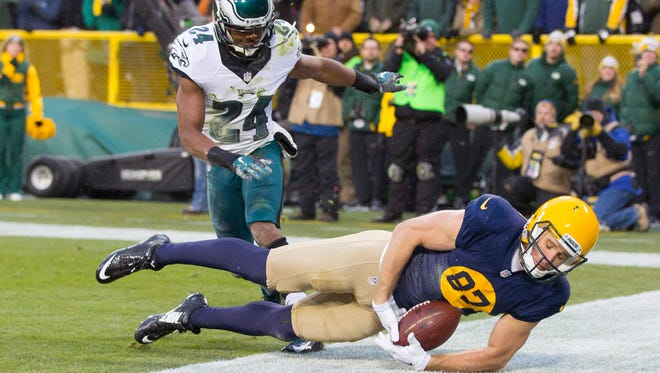 Nov 16, 2014; Green Bay, WI, USA; Green Bay Packers wide receiver Jordy Nelson (87) tries to catch a pass in the end zone as Philadelphia Eagles cornerback Bradley Fletcher (24) looks on during the first quarter at Lambeau Field. Mandatory Credit: Jeff Hanisch-USA TODAY Sports