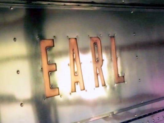 636368630966523545-Earl-name-toned.jpg
