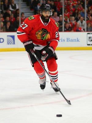 Johnny Oduya is returning to the Chicago Blackhawks.