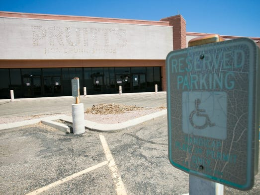 Residents heading to Peoria's Rio Vista Community Park and Recreation Center near Thunderbird and Loop 101 get a clear view of the Escape Hatch, an old bar and lounge located on the corner of Thunderbird and Rio Vista Boulevard.