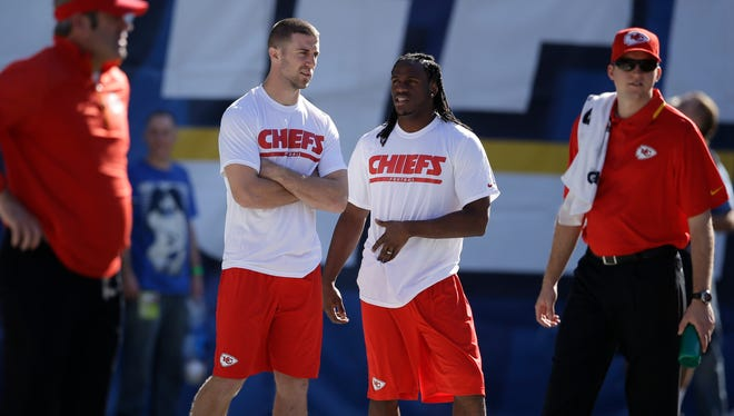 Chiefs QB Alex Smith, left, and RB Jamaal Charles were both in shorts and T-shirts in Week 17.