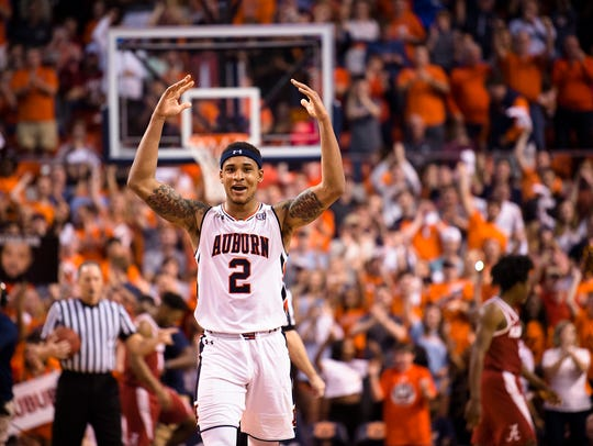 Auburn Tigers guard Bryce Brown (2) celebrates during