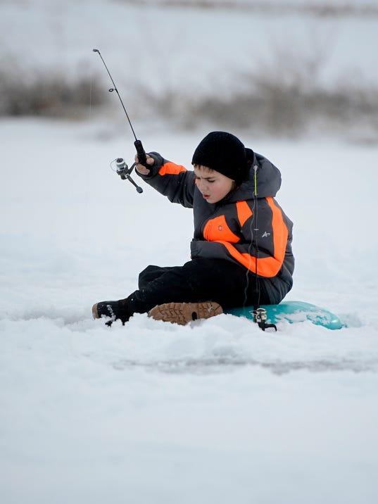 -01042014_Ice Fishing-A.jpg_20140104.jpg