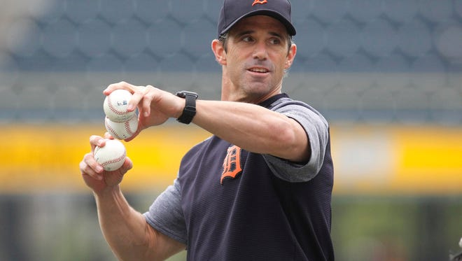 Tigers manager Brad Ausmus (7) throws batting practice before playing the Pittsburgh Pirates on Monday, Aug. 7, 2017, in Pittsburgh.