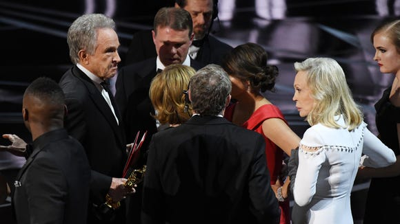 Warren Beatty (L) and Faye Dunaway are seen on stage