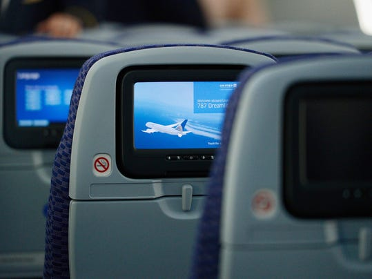 United Airlines Highlights A 787 Dreamliner