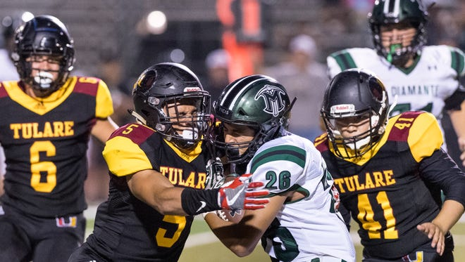 Tulare UnionÕs David Bailey collides with El Diamante's Jacob Perez in a non-league high school football game  on Thursday, August 23, 2018.