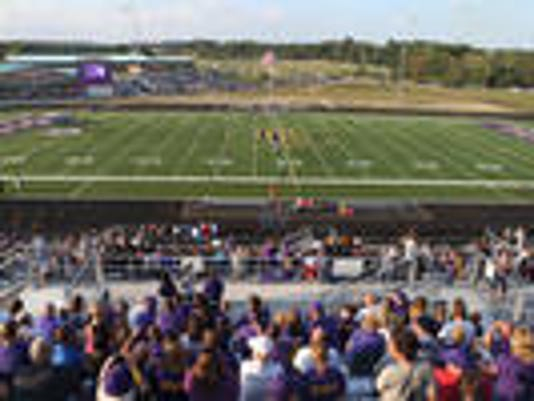 635826624894710588-Newport-High-School-turf