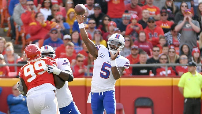 Nov 26, 2017; Kansas City, MO, USA; Buffalo Bills quarterback Tyrod Taylor (5) throws a pass during the first half against the Kansas City Chiefs at Arrowhead Stadium. Mandatory Credit: Denny Medley-USA TODAY Sports