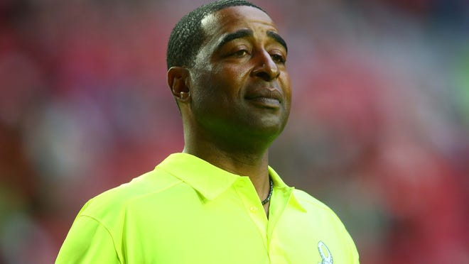 Jan 25, 2015; Phoenix, AZ, USA; Team Carter alumni captain Cris Carter before the 2015 Pro Bowl at University of Phoenix Stadium. Mandatory Credit: Mark J. Rebilas-USA TODAY Sports ORG XMIT: USATSI-179618 ORIG FILE ID:  20150125_pjc_su5_074.JPG