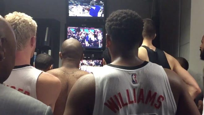 Suns players watch Kobe's final game after their season-ending win over the Clippers on Wednesday night.