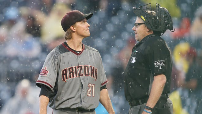 Jun 23, 2018: Arizona Diamondbacks starting pitcher Zack Greinke (21) talks with home plate umpire Gary Cedrstrom (R) as a rain delay is called against the Pittsburgh Pirates during the first inning at PNC Park.
