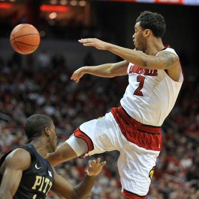 Louisville's Quentin Snider gets a pass off in the
