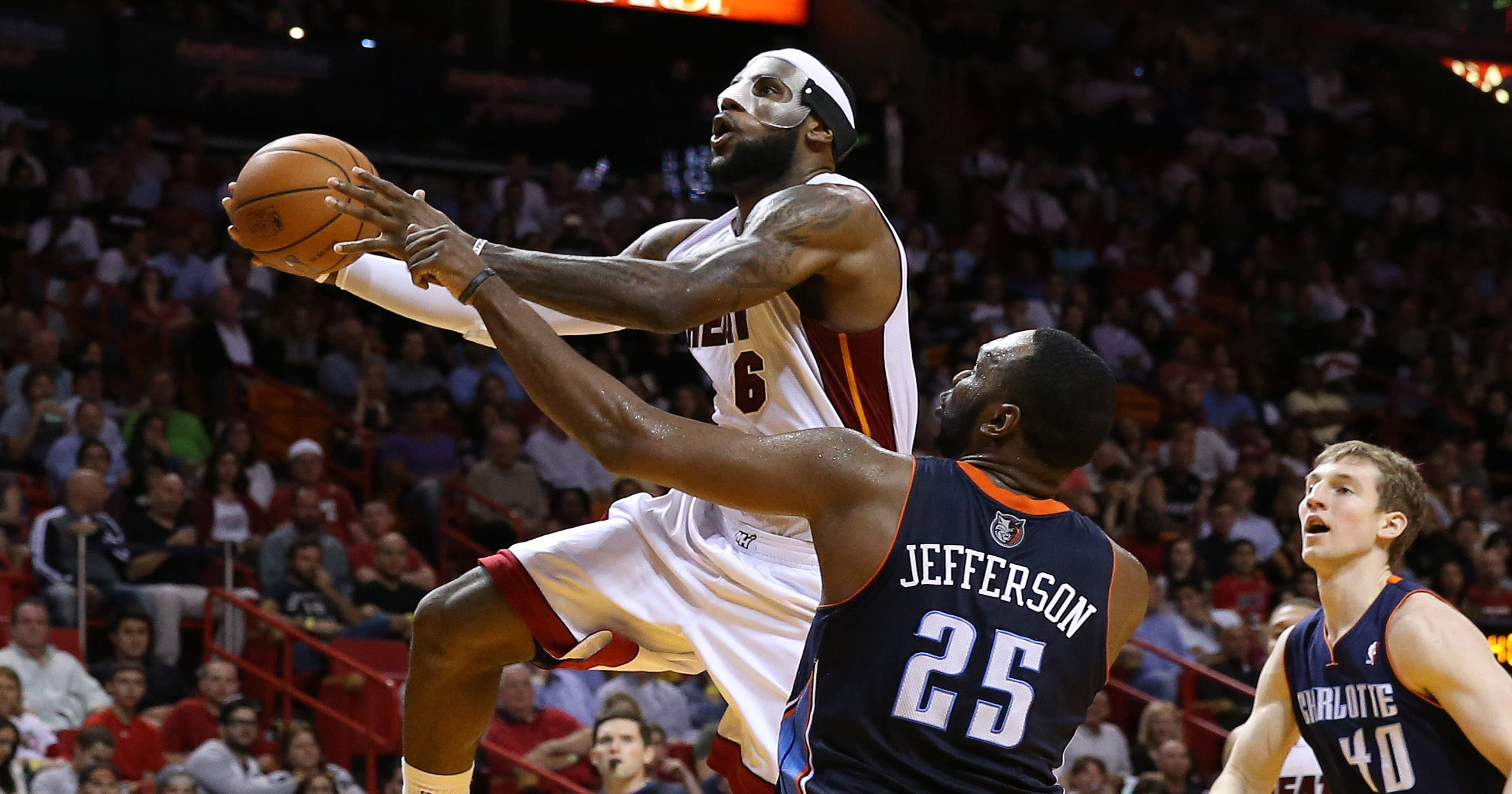9b873123e0bfe LeBron James scores career-high and Heat record 61 points