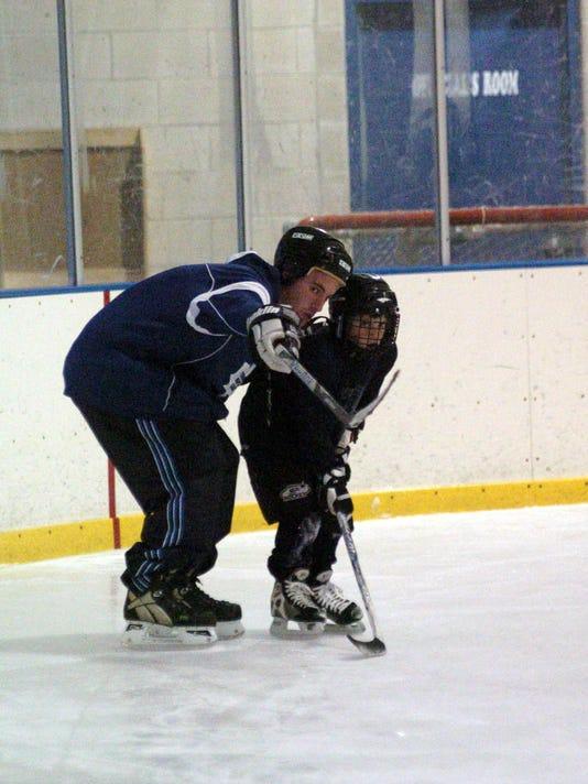 Rec center hosting ice hockey clinic