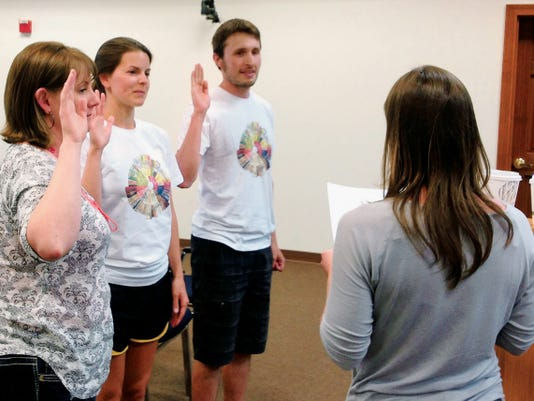 Traci Burnsed, right, a planner with the town of Silver City, swears in co-worker Jaime Embick, from left, and Bean Vivant owners Chelsea Vaughn and Brian McNamara during Tuesday's Planning and Zoning Commission meeting. Randal Seyler - Sun-News
