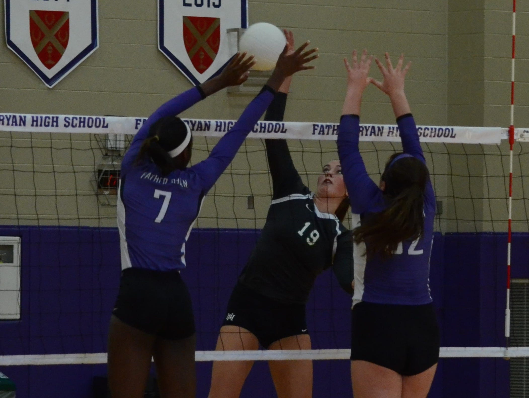 Harpeth Hall's Lauren Bars (16) has committed to Ole Miss.