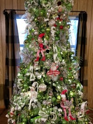 An extravagant Christmas tree can be yours, by following