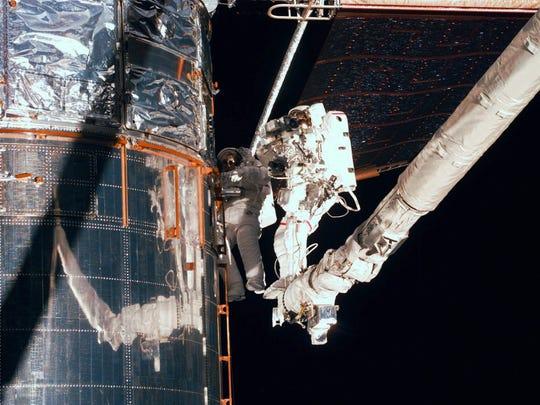 Timeline: Hubble's path to orbit Earth