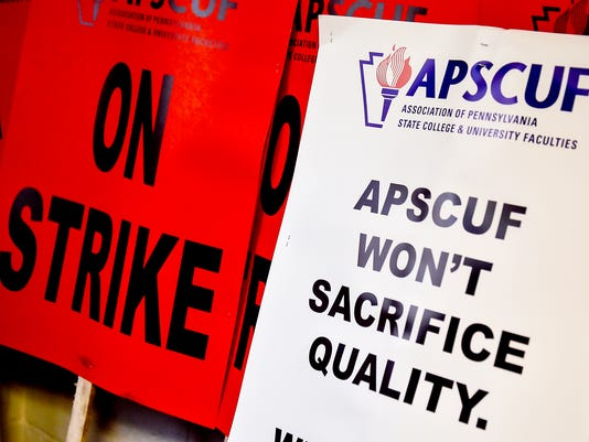 CPO-NHG-092916-SHIPPENSBURG-TEACHER-STRIKE-02