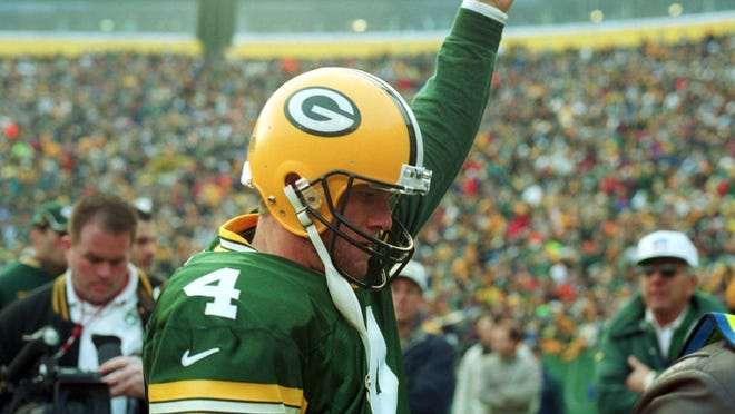 Brett Favre will be inducted into the Packers Hall of Fame, and have his jersey retired by the team, in 2015.