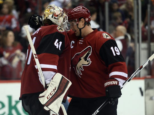 Former Coyotes Mike Smith and Shane Doan celebrate
