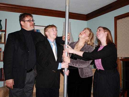 An unadorned Festivus pole.