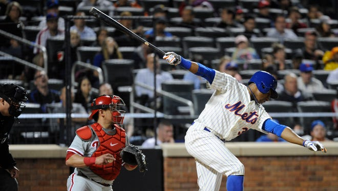 The Mets' Curtis Granderson, right, strikes out as Philadelphia catcher Carlos Ruiz looks on during the sixth inning Saturday.